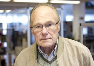 """Sölve Strand, 70 år, Sandviken.– Jag har läst flera böcker av honom och bäst tycker jag är """"Judas Iskariots knutna händer"""". I den formulerar han sig så exakt och förståeligt."""