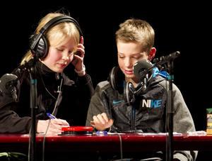 Elsa Wirdby och Victor Englöf i klass 5B i Hagaström kämpade tappert men fick se sig besegrade. Deras hejarklack ifrågasatte domarens beslut som gav Engelska skolan segern.