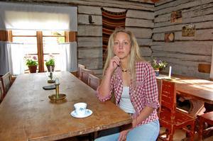I dag träffar fäbodkullan Tin Gumuns Skatteverkets ledning för att diskutera –som hon ser det –fäbodbrukets vara eller inte vara i Sverige.