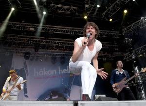 Legendariskt. I somras firade Håkan Hellström tio år som soloartist med en konsert på Way Out West-festivalen i Göteborg. I bakgrunden syns ett jätteversion av konvolutet till debutskivan