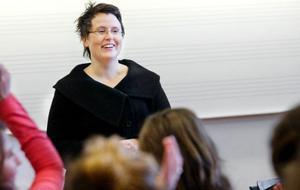 """""""Jag är en del av musiken och musiken är en del  av mig.""""  Marit Strindlund berättar om det underbara med att vara dirigent för musik-eleverna på Palmcrantzskolan."""