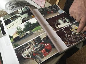 I albumet ser man hur bilen var helt urblåst innan den konverterades till gengasbil.