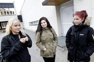 Eleverna Amanda Wickström, Jasmin Gilliland och Rebecca Linde gillade föreställningen och – Man kan egentligen redan det där, men det är bra att bli påmind, säger Rebecca Linde