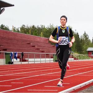 Zara Lundgren under rekordloppet då hon sprang milen under 40 minuter för första gången.