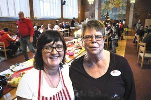 Margareta Engdahl, Svenska kyrkan, och Ulla Ekman, Röda korset, höll i trådarna på julbordet. De hade hjälp av många andra.
