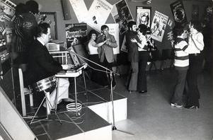 Gammaldans på Bjurhovdagården i mars 1974.