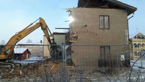 Huset är nu helt rivet och marken förbereds för att kunna bygga ett 40-tal hyresrätter.