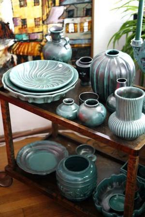 Grön blyglasyr populär på 1930-talet. Många sådana föremål tillverkades på St:Eriks lervarufabrik, som                            köptes upp av Ekeby 1937.