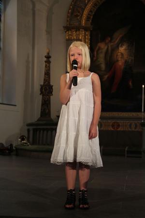Kajsa Edholm sjöng Sonja Aldéns låt Du är allt.