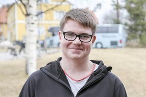 Tobias Markusson följde med bussen från Järvsö. Under besöket träffade han en kamrat från sin gamla skola som nu arbetar på företaget.