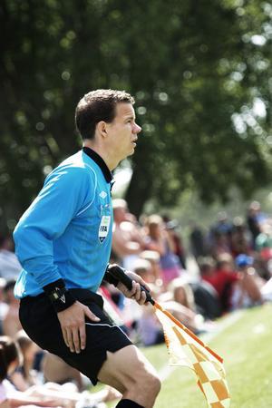 Det är första gången som FIFA-domaren Daniel Wärnmark dömer i Dalecarlia Cup. Men inte sista...
