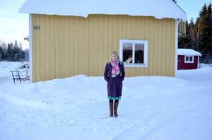 Elin Olofsson är uppväxt i Offerdal. I sitt hus i Bredbyn har hon gjort mycket av arbetet med uppföljaren till