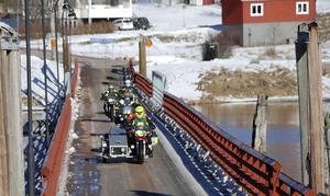 ...och det klapprade inte det minsta på flottbrons slitbana när de 400 hästarna gav sig ut på långturen.