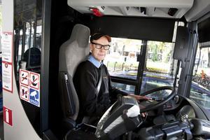 Busschauffören Jan Avermo upplever biltrafiken förbi Rådhustorget som ett stort orosmoment. Han vill se en permanent avstängning.