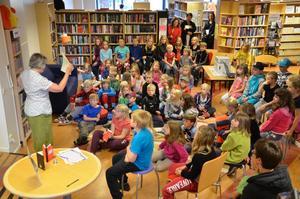Äventyrsläsarna. Över 60 barn kom till den första lästräffen i biblioteket.
