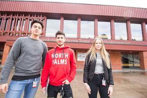 Eleverna Resul Özkahveci, Anas Sulayman och Tora Rudström är positiva till att passerkort införs på Karlfeldtgymnasiet och Domarhagsskolan.