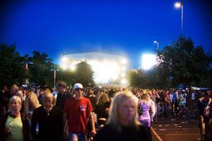 2009. 32 000 personer besöker festivalen.