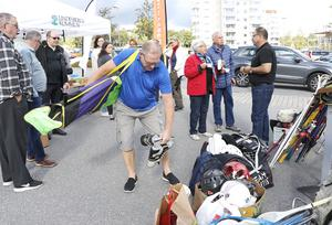 Hösten 2017 hölls en insamling av sport- och fritidsprylar i Lindesberg för att skapa grunden till Fritidsbanken som sedan kunde etableras året därpå. I ett medborgarförslag är förhoppningen att något liknande ska ske i Hällefors.