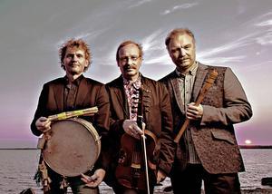 Terje Isungset, Mats Edén och Jonas Simonsson utgör dagens upplaga av Groupa som spelar på Birka i Ås i kväll.