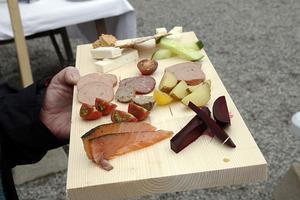 Smakbrickan från Lokal mat i Sollefteå innehöll bland annat najad lax från Gradins rökeri.