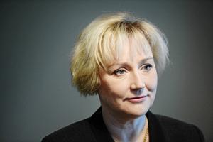 Ministern för högre utbildning och forskning Helene Hellmark Knutsson (S) skrev om regl