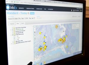 Varje dag sammanställer lavinprognosmakarna i Östersund uppgifter de får in från lavinteknikerna ute på fjället tillsammans med väderuppgifter från SMHI. Kartbilden och prickarna över Åreområdets fjällsidor visar vinterns lavinaktivitet där.