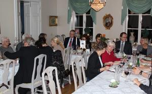 Här pågår middagen med anledning av 60-årsjubileumet. Rotary-middagen skedde på Bångbro herrgård.