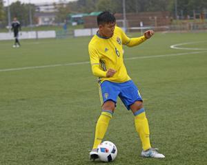 Högerbacken Martin Trinh från ÖSK gjorde sin 15:e landskamp mot Rumänien, men tvingades lämna planen skadad efter 40 minuter.