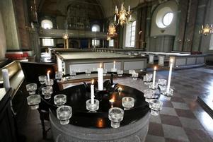 Redan under natten till söndagen öppnade kyrkan och på förmiddagen hölls en samling.