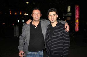 På stan. Serda och Serbaz
