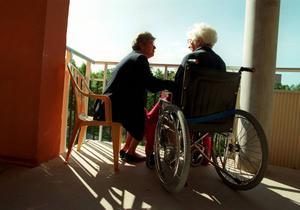Personer med funktionsnedsättning ska ha samma möjlighet att delta i samhällslivet på samma villkor som icke funktionshindrade, menar de fyra artikelförfattarna.