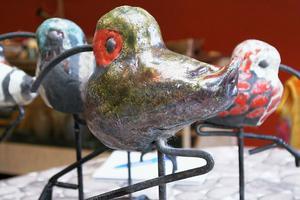 Rakusnäppor heter några av Jakob Danhards keramikfåglar.