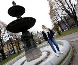 – Det skulle jag absolut kunna tänka mig. Min bror funderar också på att söka jobb i Norge, säger Stina Olsson, 19 år, som går sista året på samhällsvetenskapsprogrammet med internationell inriktning på Vasaskolan. Efter gymnasiet vill hon gärna jobba ett tag innan hon fortsätter att plugga.