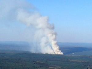 Rökpelaren stod högt efter de 30 hektar som brändes. Foto:PeterWicander
