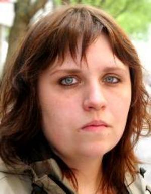 Emma Bergman, 22 år, Torvalla:– Ja, det tror jag. Det kan vara bra att ta ställning. Jag har bestämt mig, men jag berättar inte vilka jag röstar på.