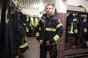 Peter Eriksson åkte i den andra bilen ut från stationen i Köping och var i det fordonet som brukar skydda brandmännen och avskärma trafiken.