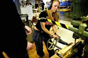 Ungdomsarbetslösheten i Gävleborg är större än i övriga Sverige. Ett problem som Folkpartiet nu vill förändra. Man har på förslag att införa lärlingsplatser med lärlingslön för ungdomar.