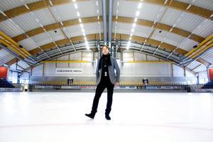 """Ännu är det is och bandy som gäller i arenan. Men den 18 augusti höjs trycket när Tomas Ledin ställer sig på scenen. En bokning som Fredrik Granting är nöjd med. """"Det blir en folkfest"""", säger han."""