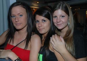 Pluto. Sandra, Elvisa och Sabina