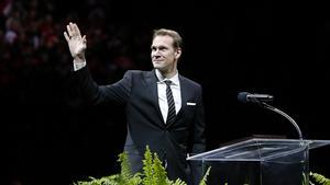 Nicklas Lidström hyllades och höll tal i Joe Louis Arena i natt.