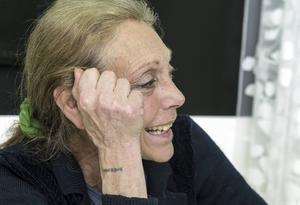 Michèle Lindström är beredd att tala med Lindstrand och Nyberg i sällskap med kommunjuristen.