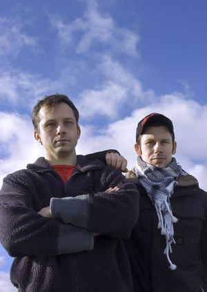 Bröderna, Peter och Pär Törnberg är fostrade i Edsbyns IF. Den förstnämnde tar nu över som tränare i IFK Rättvik. En klubb som brorsan Pär faktiskt representerade under en helg 2017, då han togs in i laget under Leksands Sparbank Cup.