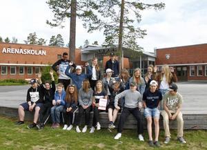 Glada miner i klass 8A på Arenaskolan är som bäst i landet på matematik.