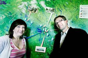 Karin Thomasson och Mattias Goldman har stakat ut vägen för hur Östersund åter ska bli bäst på miljöbilar. Foto: Lars-Eje Lyrefelt