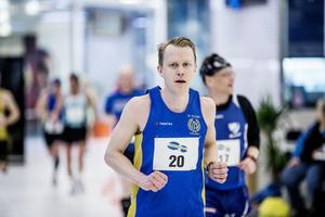 Elias Zika ledde loppet från 21 till 36 kilometer, men mattades och fick nöja sig med en andraplats i mål, 4.18 bakom Svein-Erik Bakke.