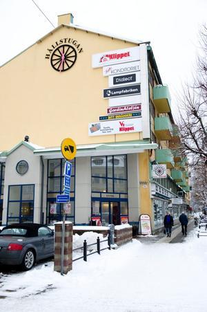 Anonym. Den lilla gallerian vid Stortorget gör inget väsen av sig. Men ett bra läge är det och Öbo har planer på att göra om och förändra.