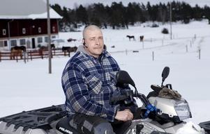 MODIG. Med hjälp av sin fyrhjuling blockerade Håkan Zachrisson vägen för biltjuvarna.