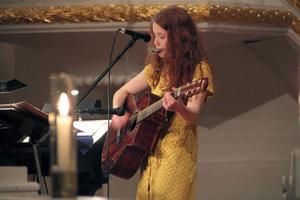 Cajsa Färlin, en av Färilatärnorna, gjorde även ett soloframträdande där hon sjöng, spelade gitarr och munspel till en egen låt.