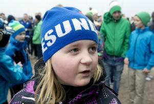 – Dåligt! Det är roligt att vara här och spela fotboll, säger Naja Trässman, tio år.