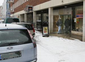Klockan elva i går slog polisen till mot en thaimassagesalong i Gävle. Samtidigt fick fyra salonger i Stockholm påhälsning av polisen.